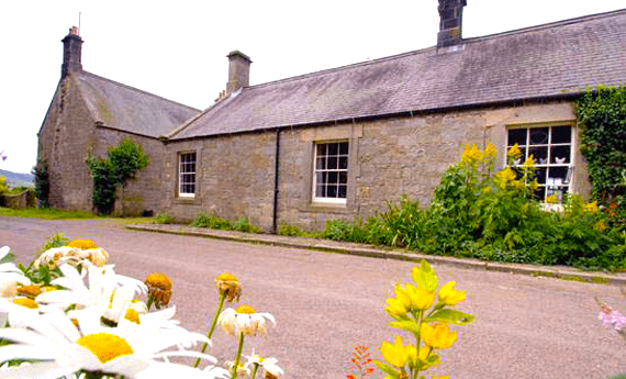 Warton Farm Cottages, short term rentals in Thropton
