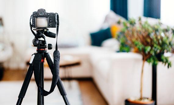 Camera on tripod to take professional photos