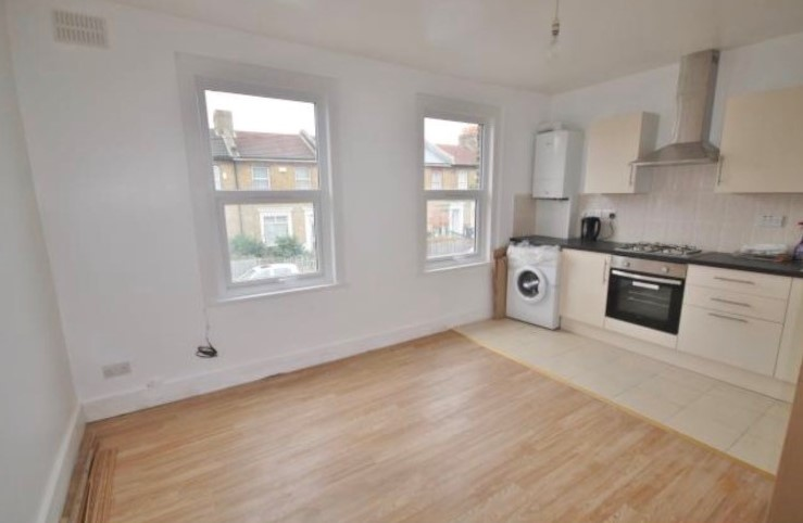 4 Bed Apartment to Rent - Colmer Road, London, SW16 5LA