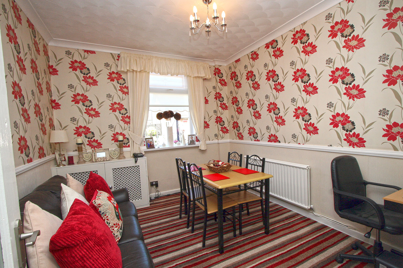 2 bed house terraced to rent west end road st helens for Best private dining rooms west end