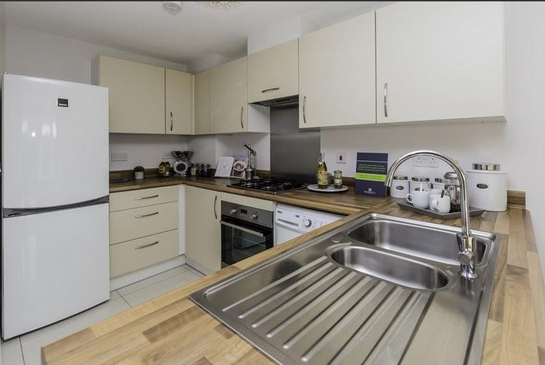 4 Bed House - Semi-Detached to Rent - Burroughs Drive ...