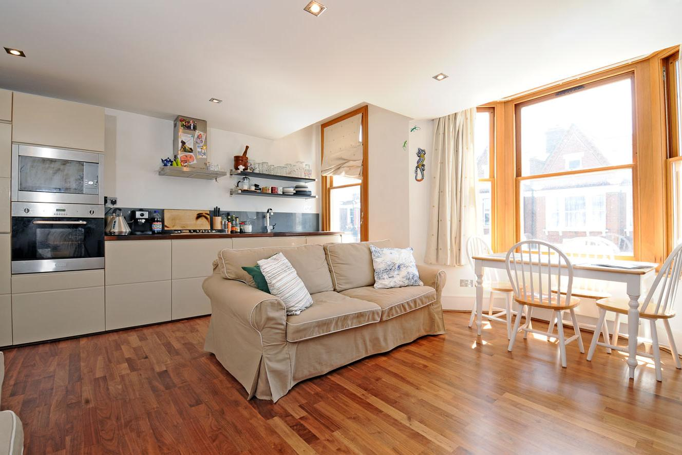 2 Bed Flat to Rent - Beechdale Road, London, SW2 2BN