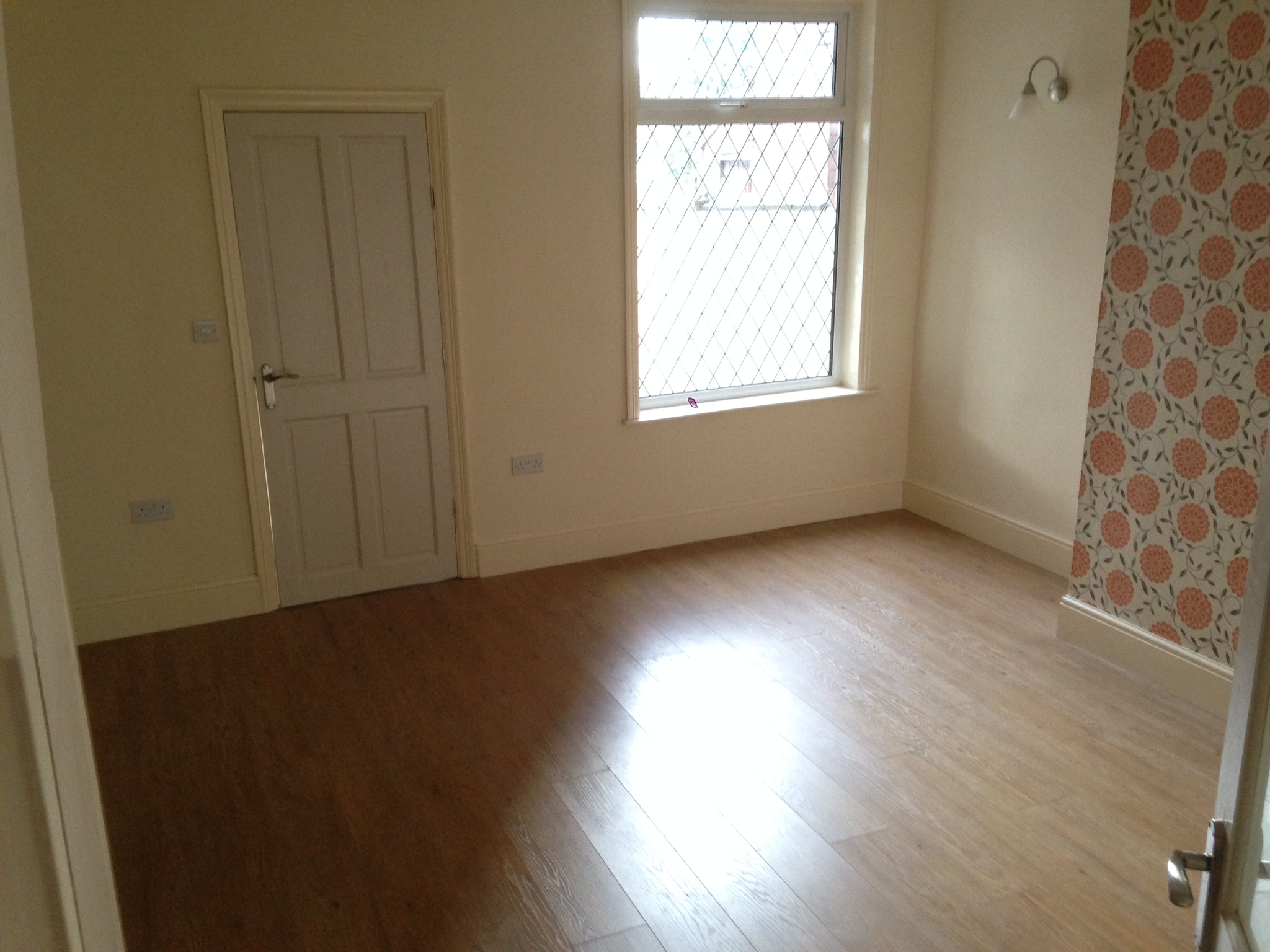 3 bed house terraced to rent chaddock lane manchester for Best private dining rooms manchester