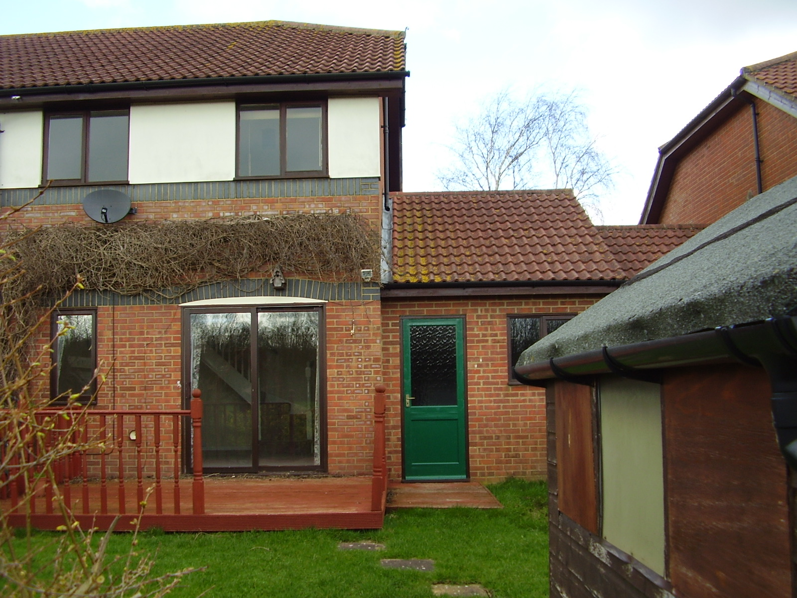 ... 3 Bedroom Part Furnished House To Rent On Hillcrest, Ashford, TN23 By  Private
