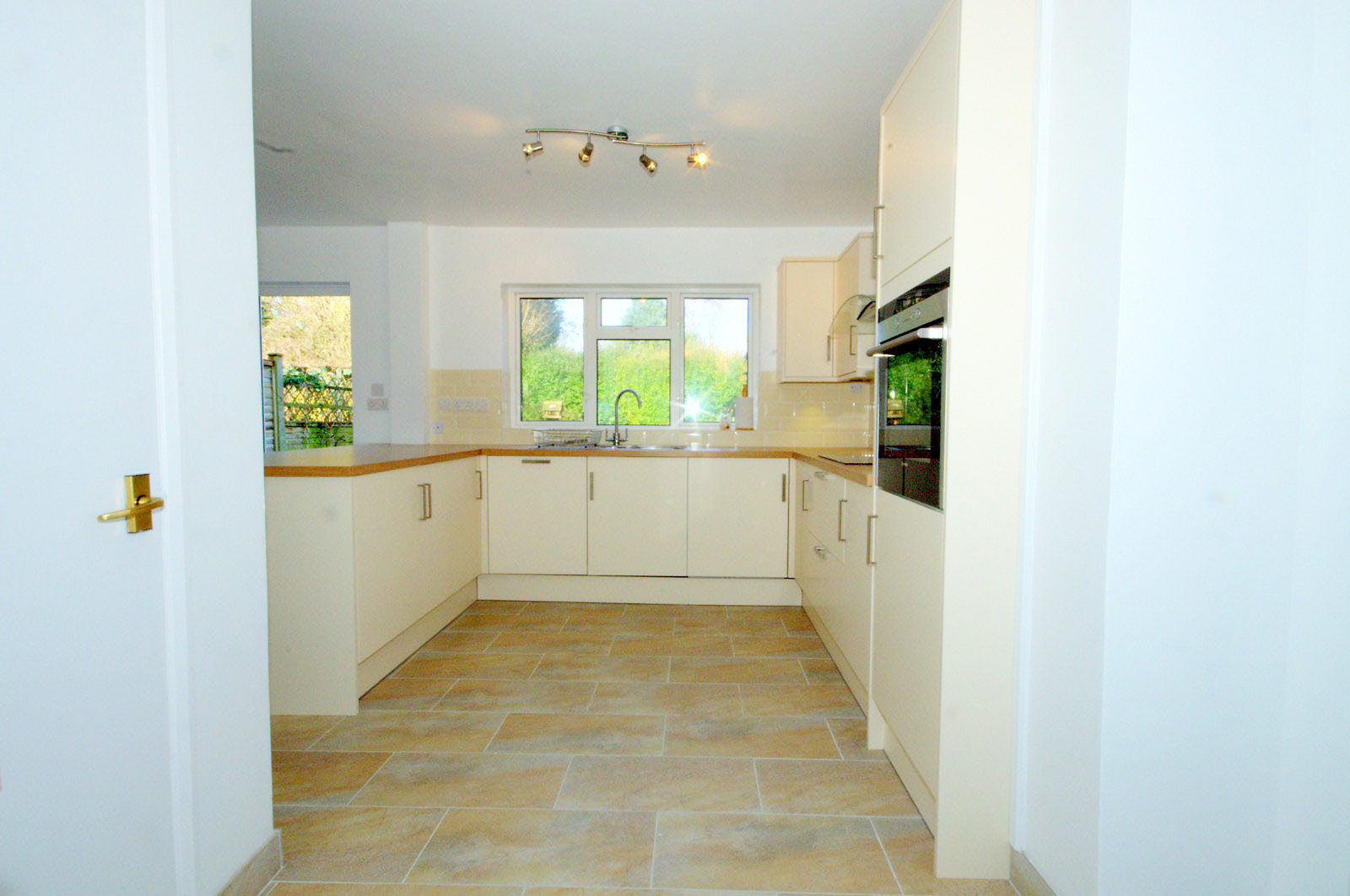 3 bed house semi detached to rent elderfield road 3 bedroom house for rent in wexham slough 3 bedroom house for rent in cippenham slough