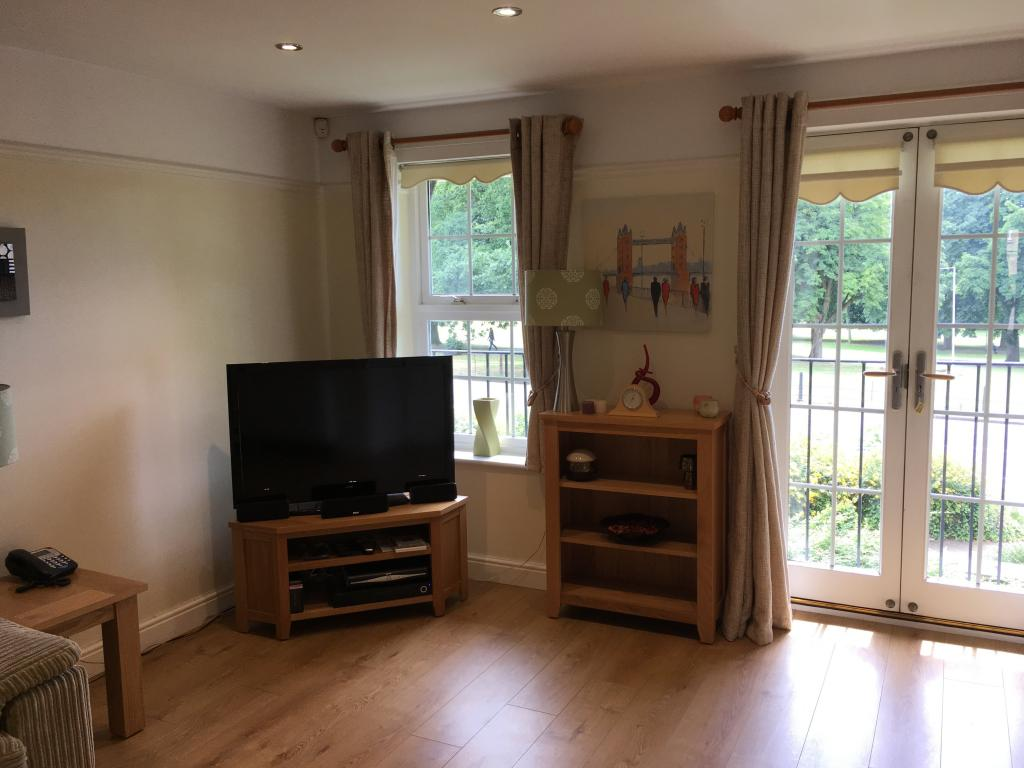 2 Bedroom Furnished Flat To Rent On Scholars Court Northampton Northamptonshire Nn1 By