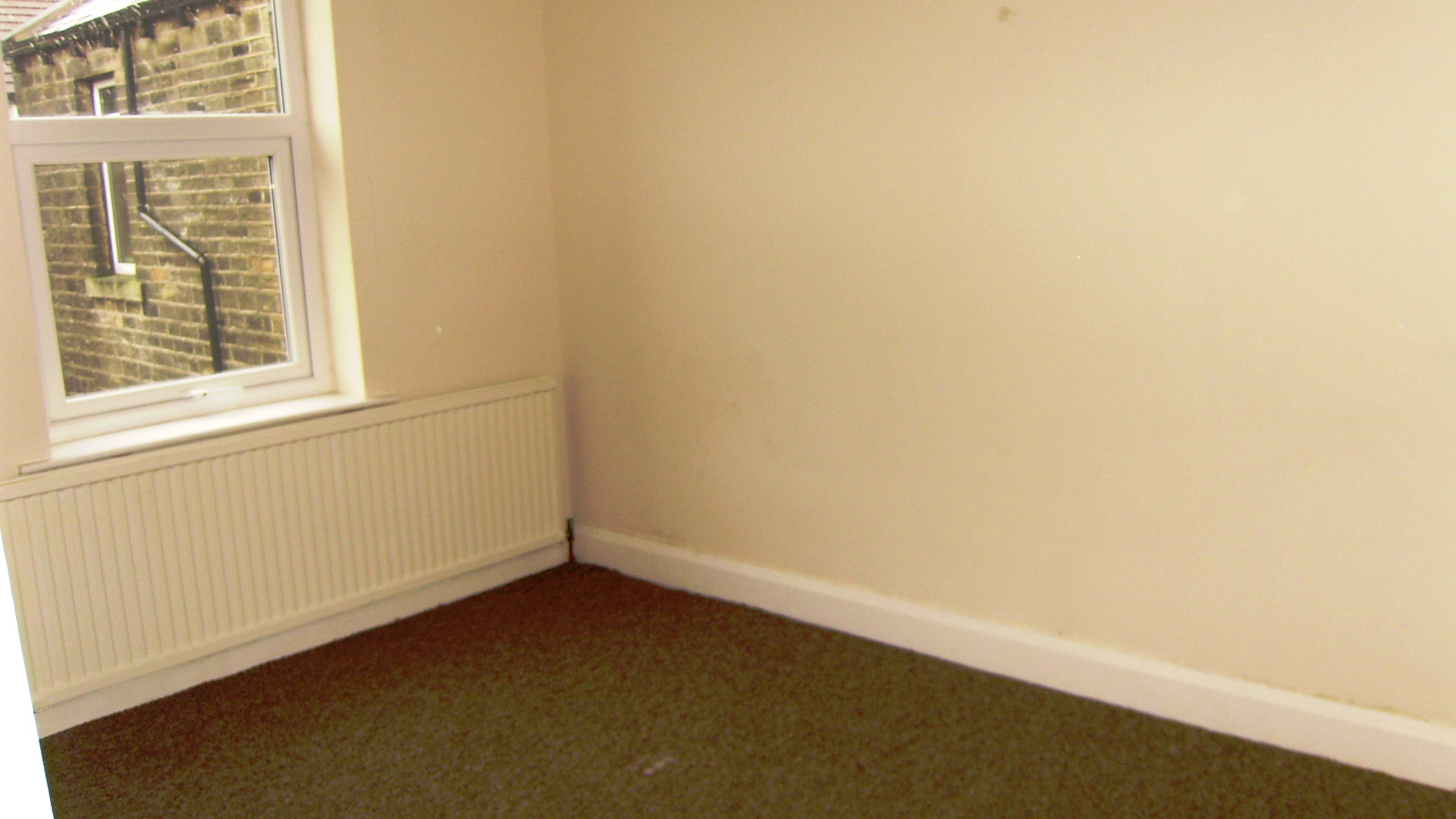 3 bed house terraced to rent longlands road for Beds huddersfield