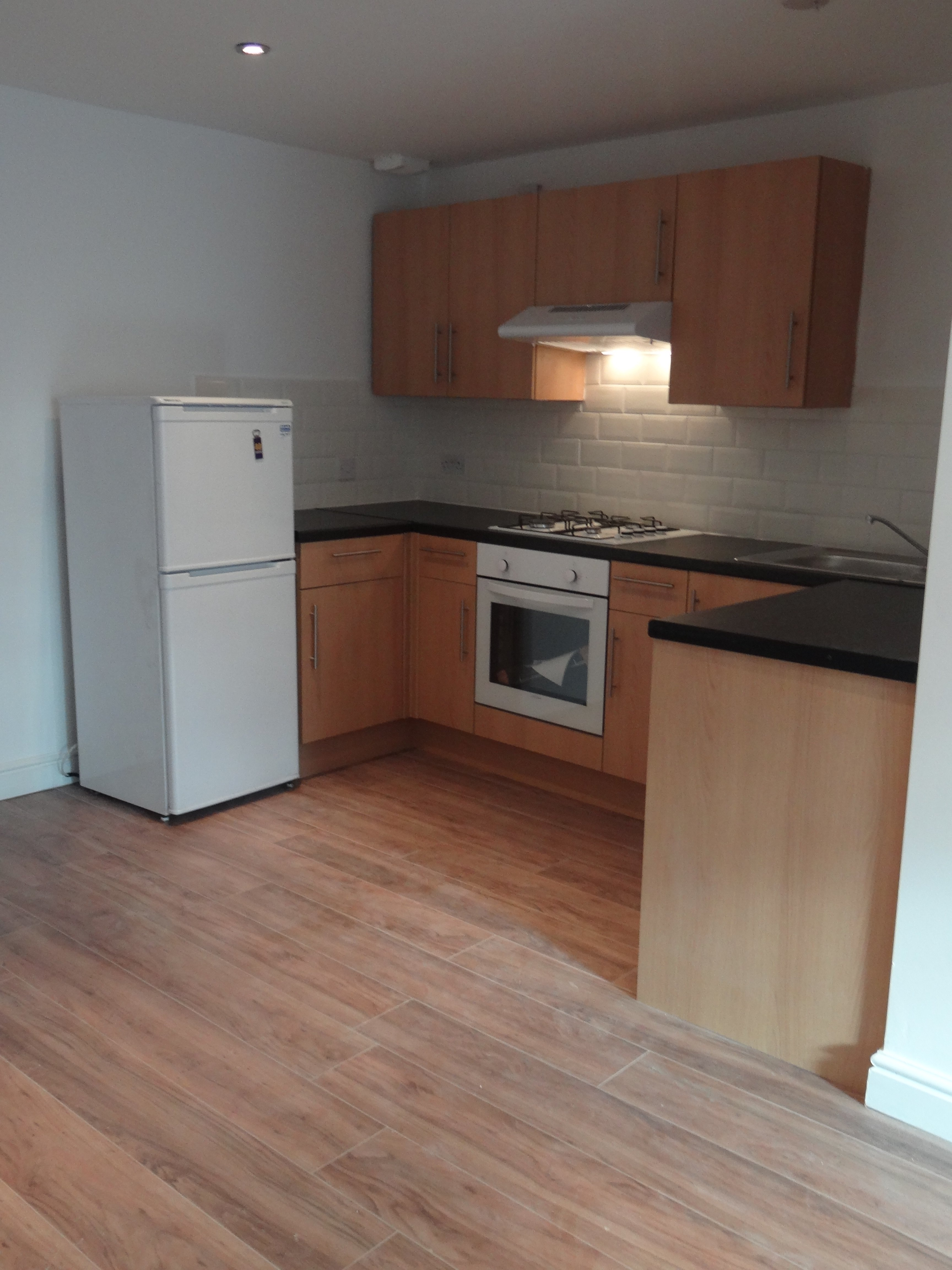 2 Bedroom Unfurnished Maisonette To On Lower Addiscombe Road Croydon Cr0 By Private