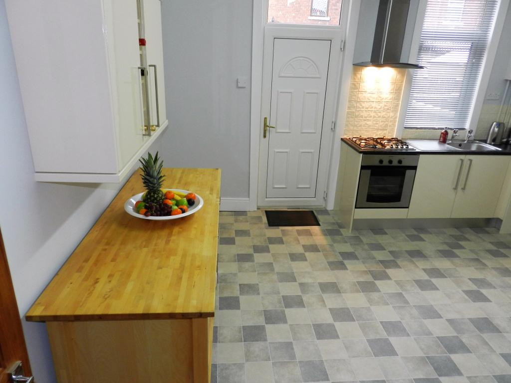 2 Bedroom Unfurnished Terraced To On Emblem Terrace Wakefield West Yorkshire Wf1