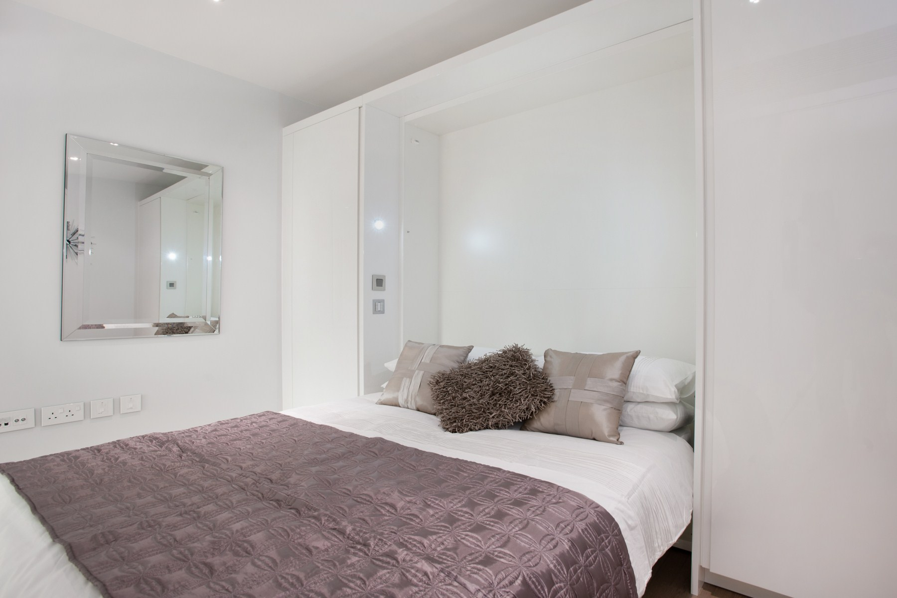 2 Bed Apartment To Rent Central St Giles Piazza London Wc2h 8ab