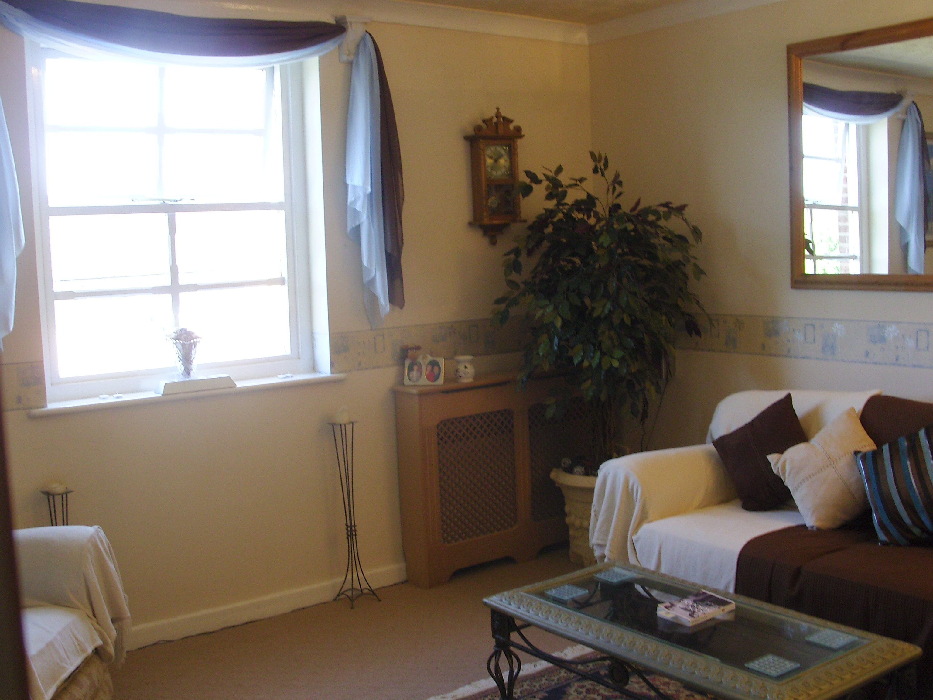 2 Bed Apartment to Rent - Vale Lodge Close (Off Rice Lane ...