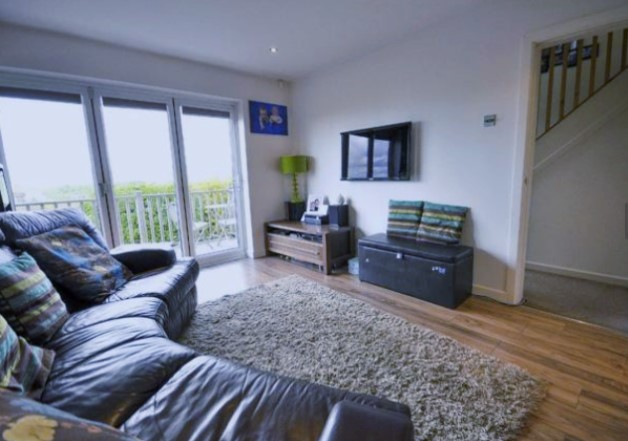 3 bed house semi detached to rent laneside road rossendale bb4 6pg