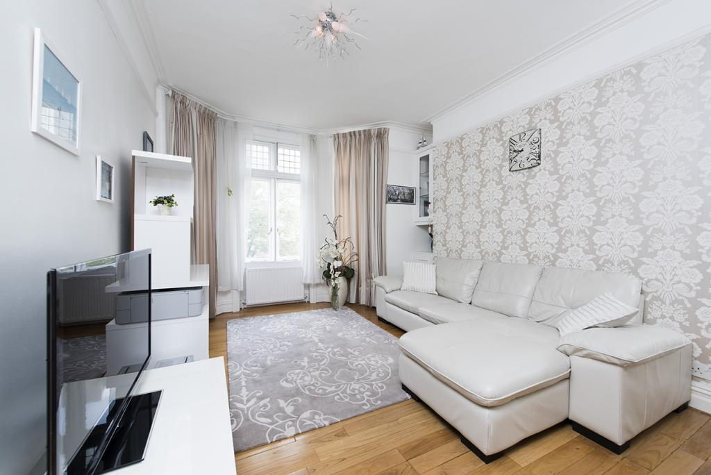 3 bed apartment to rent addison bridge place london w14 8xw for Three bedroom apartments london
