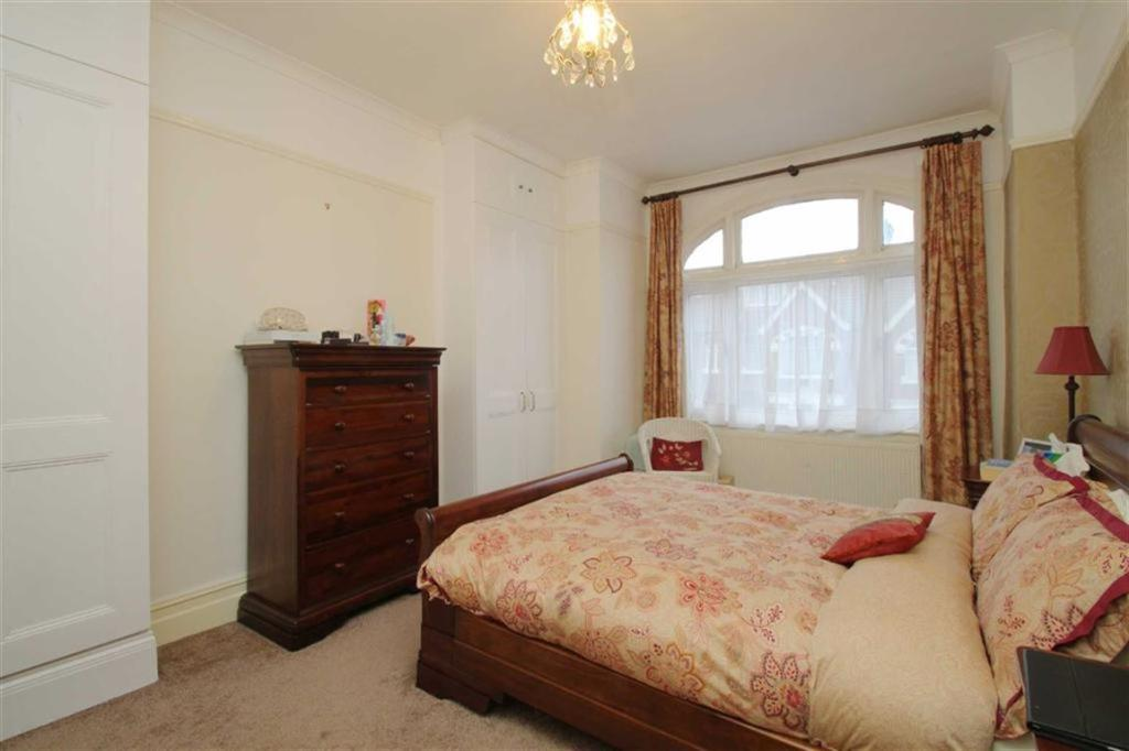 4 Bed House - Terraced to Rent - Moyser Road, London, SW16 6RG