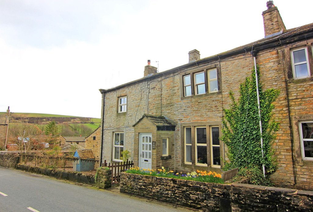 Yorkshire Terrace: The Fold, Keighley, BD20 8HD