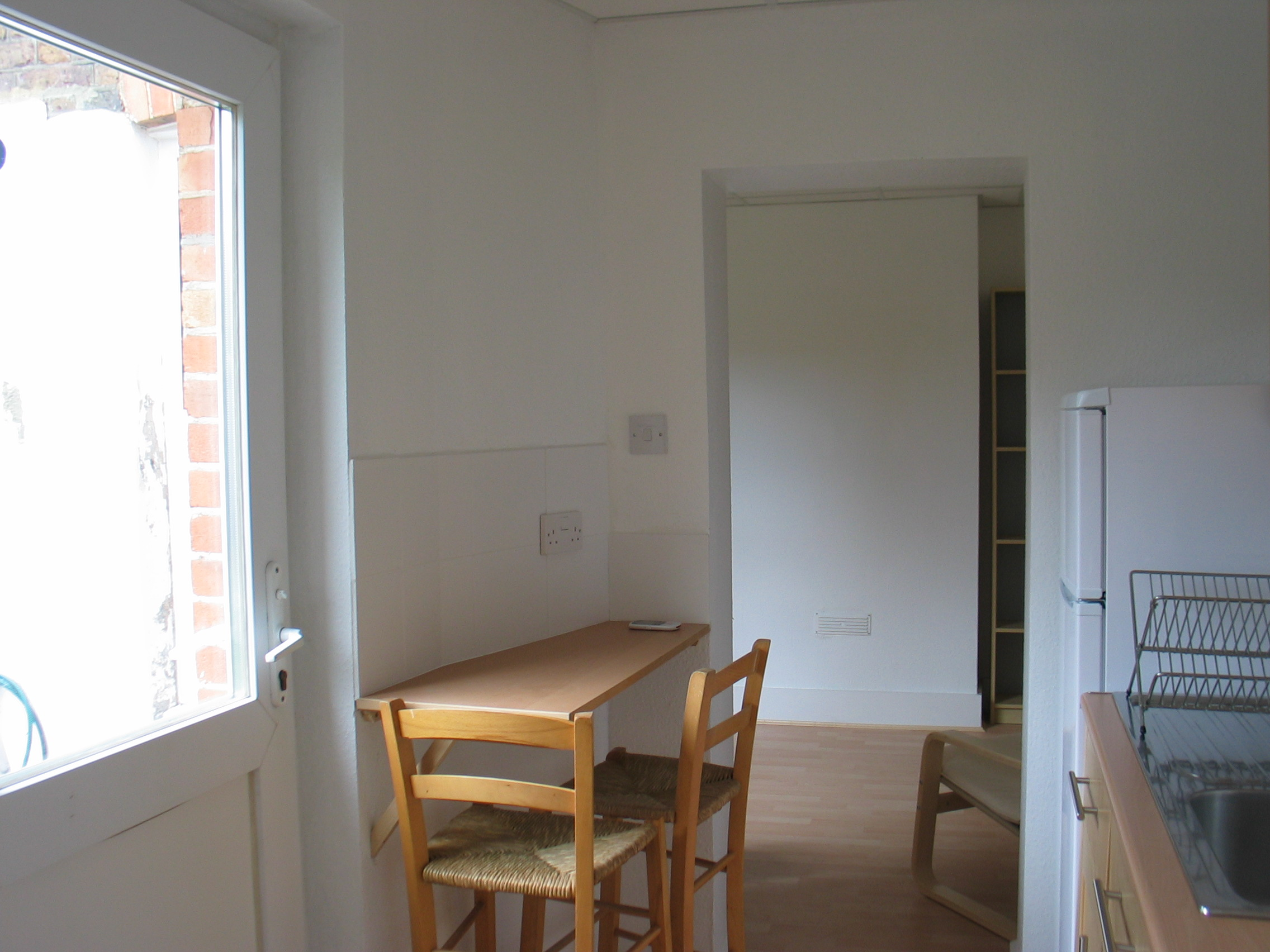 1 Bed Flat To Rent Albert Road Kingston Upon Thames Kt1 3dq