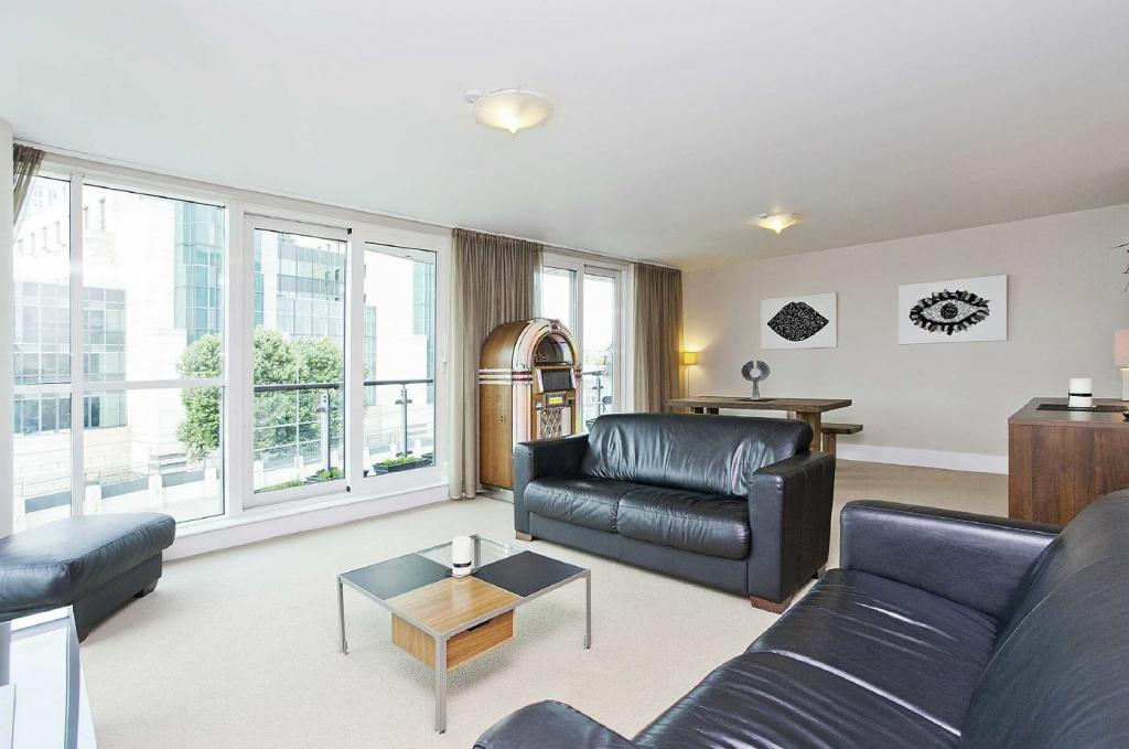 bedroom apartment to rent on 18 st george wharf london by private
