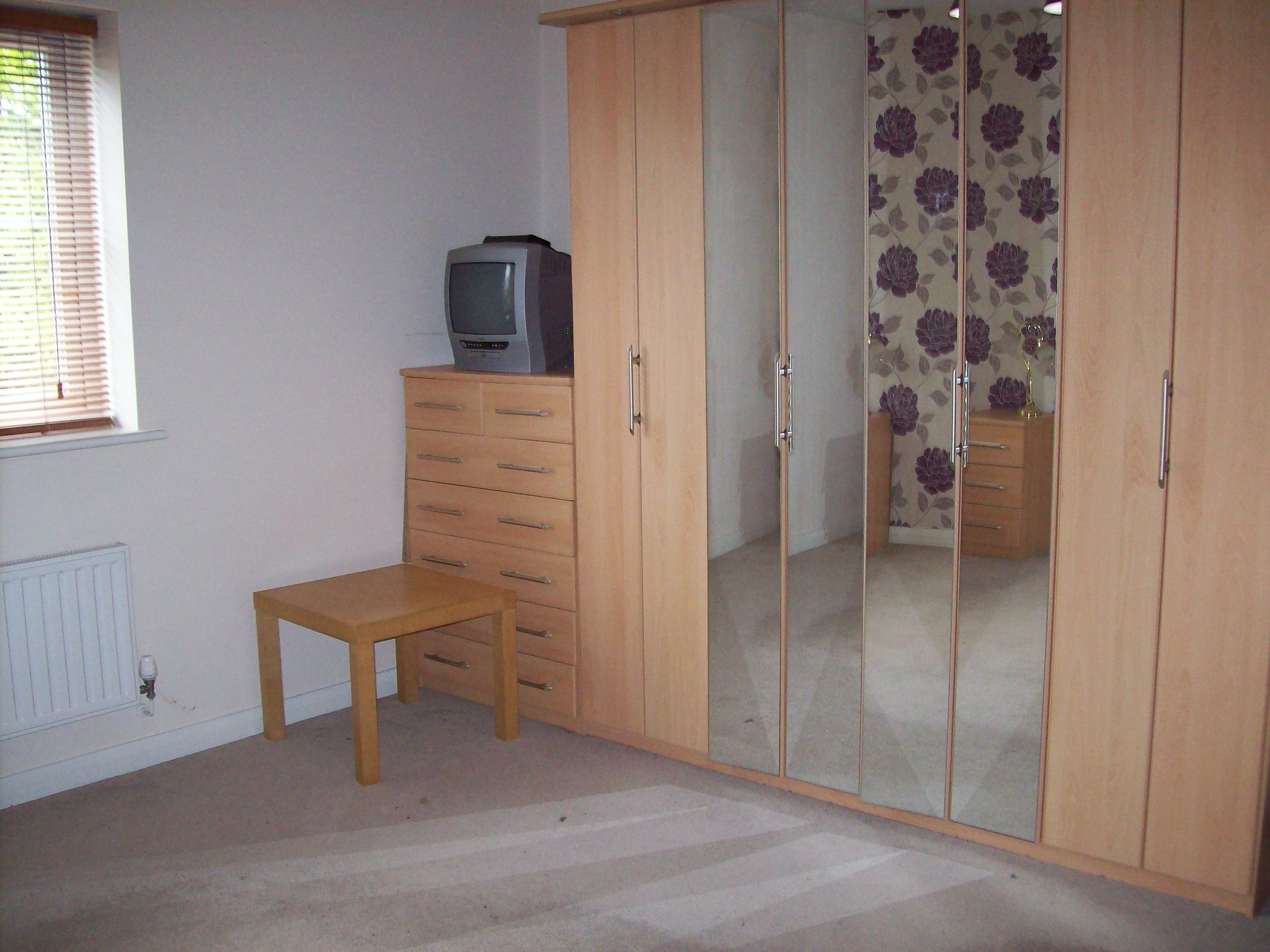 2 Bed Apartment to Rent - Greenhill Road, Middleton ...