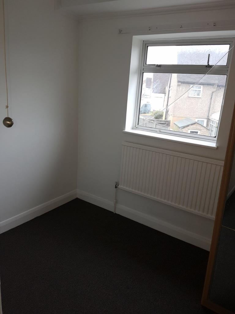 3 Bedroom Semi Detached House To Rent Rose Gardens: Semi-Detached To Rent
