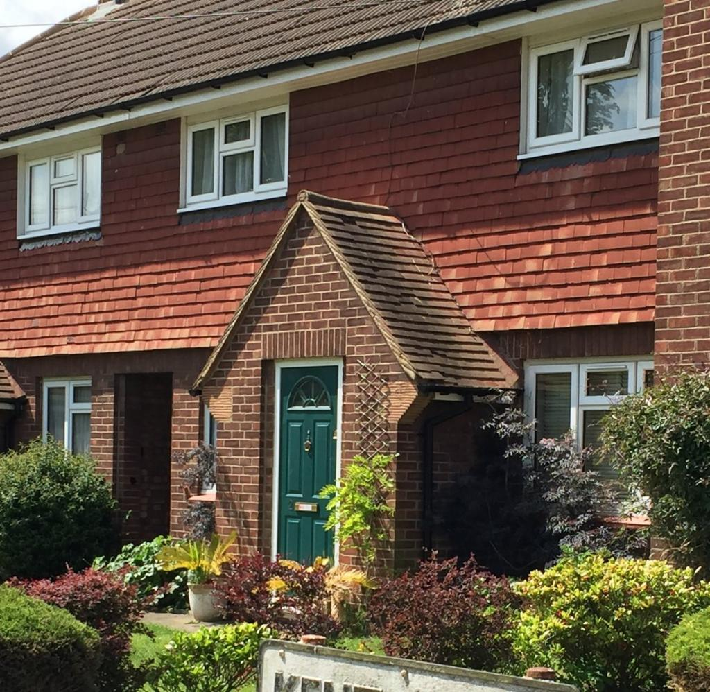 Website For Houses For Rent: Kent Close, Staines-upon
