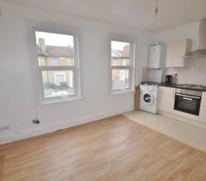 4 bedroom Any Apartment to rent on Colmer Road, London, SW16 by private landlord