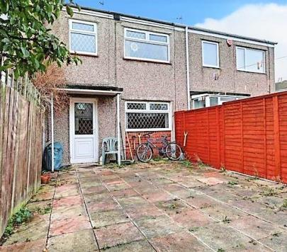 3 bedroom Unfurnished Terraced to rent on Broadstone Close, Hull, East Riding of Yorkshire, HU7 by private landlord
