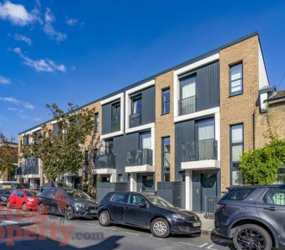 4 bedroom Furnished Terraced to rent on Calvert Road, London, SE10 by private landlord
