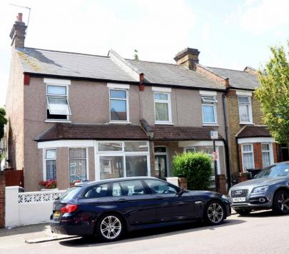 3 bedroom Part-Furnished End of Terrace to rent on Paisley Road, London, N22 by private landlord