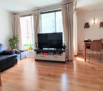 2 bedroom Furnished Apartment to rent on Blackwall Way, London, E14 by private landlord