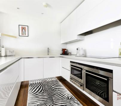 3 bedroom Unfurnished Penthouse to rent on 35 Oval Road, London, NW1 by private landlord