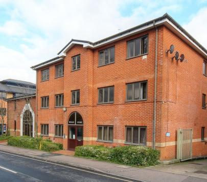 2 bedroom Any Penthouse to rent on Clarendon Road, Redhill, RH1 by private landlord