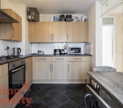 3 bedroom Unfurnished Maisonette to rent on Brownfield Street, London, E14 by private landlord