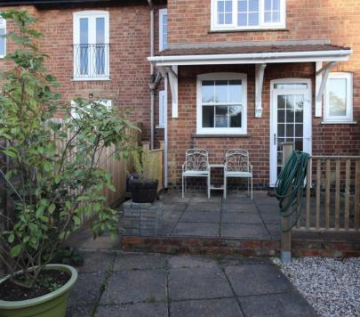 2 bedroom Any End of Terrace to rent on Romany Road, Northampton, NN2 by private landlord