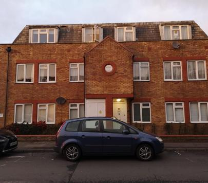 1 bedroom Part-Furnished Flat to rent on North Road, London, SW19 by private landlord