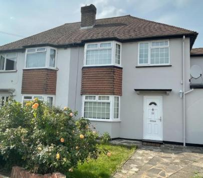 4 bedroom Unfurnished Semi-Detached to rent on Tewkesbury Close, West Byfleet, Surrey, KT14 by private landlord
