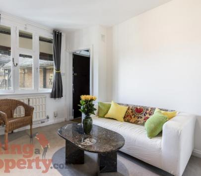 1 bedroom Furnished Studio to rent on Brixton Hill, London, SW2 by private landlord
