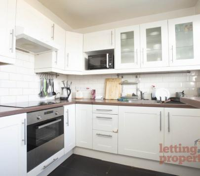 3 bedroom Furnished Apartment to rent on Sidney Street, London, E1 by private landlord