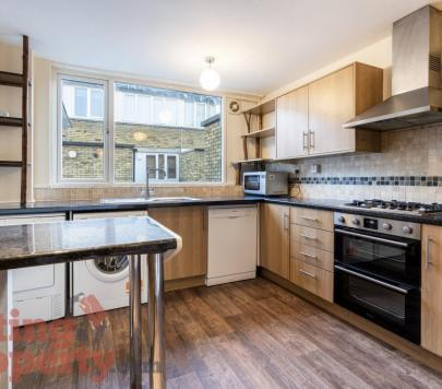 4 bedroom Furnished Terraced to rent on Ebbisham Drive, London, SW8 by private landlord