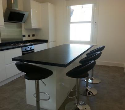 1 bedroom Furnished Flat to rent on Kingston Road, London, SW20 by private landlord