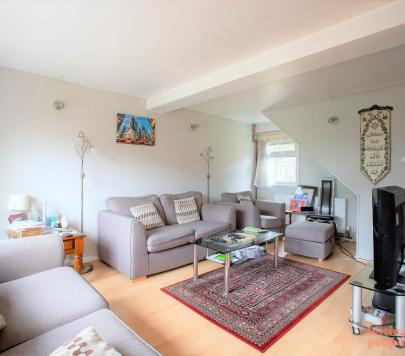 3 bedroom Furnished Terraced to rent on Yellowpine Way, Chigwell, IG7 by private landlord