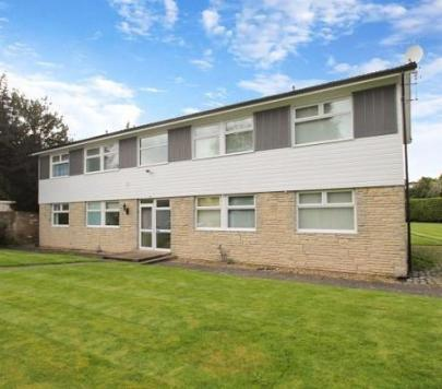 3 bedroom Unfurnished Flat to rent on Cedar Close, Staines-upon-Thames, Surrey, TW18 by private landlord