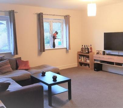 2 bedroom Furnished Apartment to rent on Gomm Road, High Wycombe, HP13 by private landlord