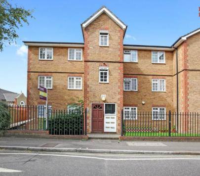 2 bedroom Furnished Flat to rent on Havil Street, London, SE5 by private landlord