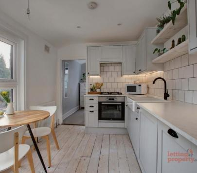 2 bedroom Furnished Apartment to rent on Bulwer Road, London, E11 by private landlord