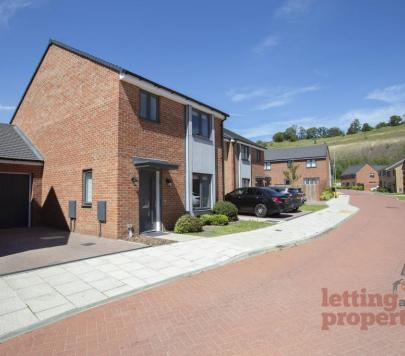 3 bedroom Unfurnished Detached to rent on Flint Rise, Swanscombe, Kent, DA10 by private landlord