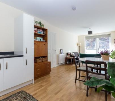 1 bedroom Furnished Apartment to rent on Bathurst Square, London, N15 by private landlord