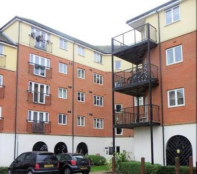 2 bedroom Furnished Flat to rent on Pettacre Close, London, SE28 by private landlord