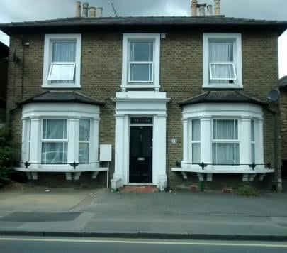 1 bedroom Furnished Flat to rent on Albert Road, Kingston upon Thames, Surrey, KT1 by private landlord