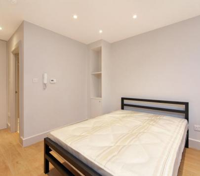 1 bedroom Furnished Studio to rent on Norwood High Street, London, SE27 by private landlord