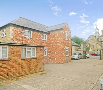 1 bedroom Unfurnished Flat to rent on Market House Courtyard, Market Place, Brackley, Northamptonshire, NN13 by private landlord